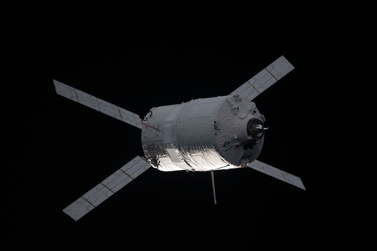ATV-3_approaches_the_Space_Station.png